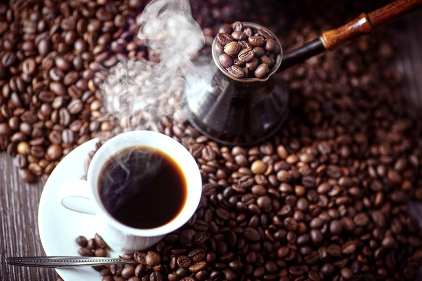 Uống cà phê nguyên chất giúp bạn tỉnh táo và tăng hiệu suất làm việc hơn