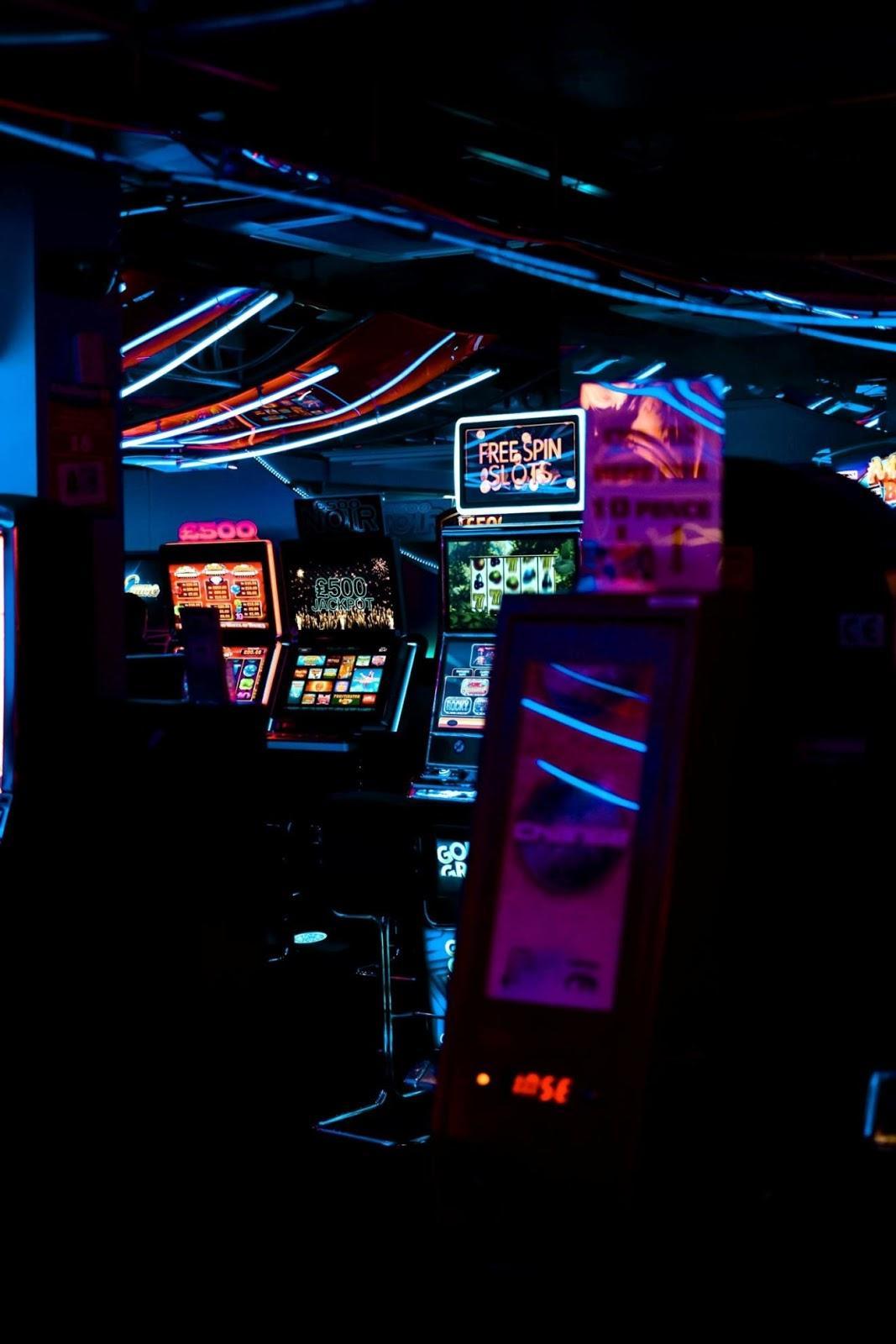 inside-the-casino-2110357.jpg