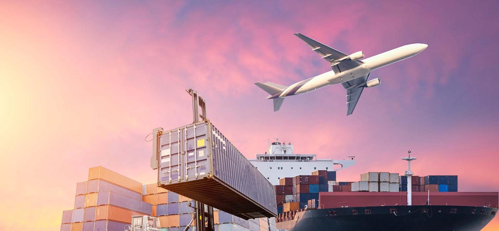 Chuyển phát nhanh chi phí cao vì thường vận chuyển bằng máy bay