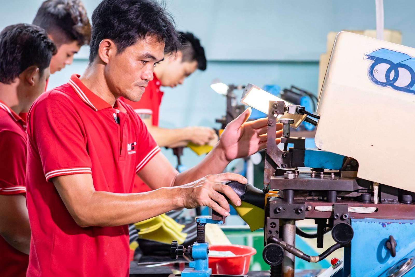 Mua hàng tại xưởng chuyên sỉ giày thienhuongshoes – Bạn được gì?