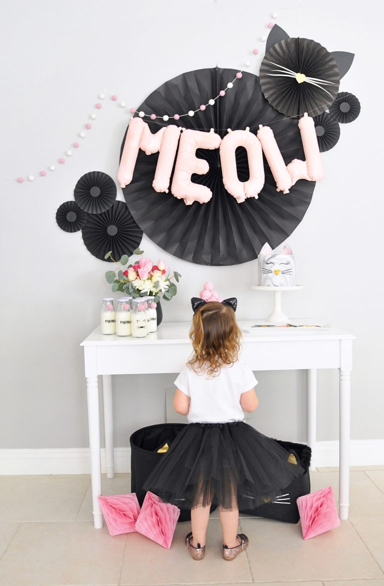 Tutorial to create paper fan DIY party backdrops for your kitty party