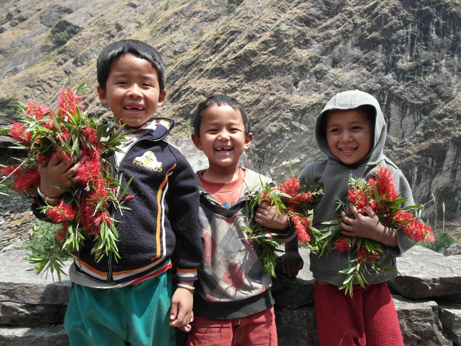 children on the manaslu trek in Nepal