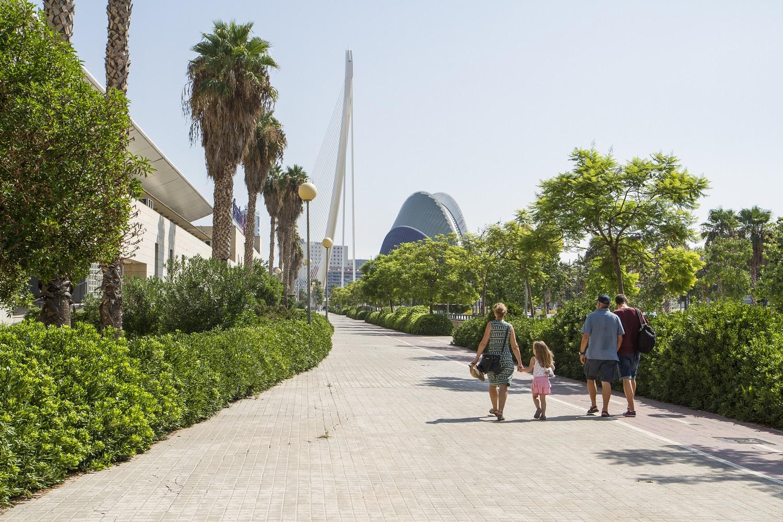 Paseo por la Ciutat de les Arts i les Ciències en Valencia