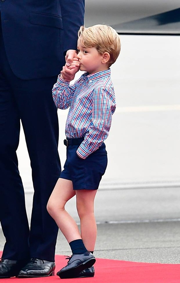 Dlaczego Brytyjska księżniczka Kate regularnie kupuje dla swoich dzieci ubrania dziecięce od tanich  - 6