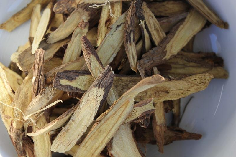 Cam thảo là thảo dược gì? Công dụng & liều dùng Hello Bacsi