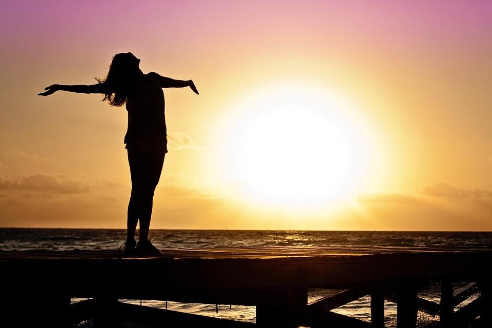 女性, 女の子, 自由, 幸せ, 太陽, シルエット, 日の出, ビーチ