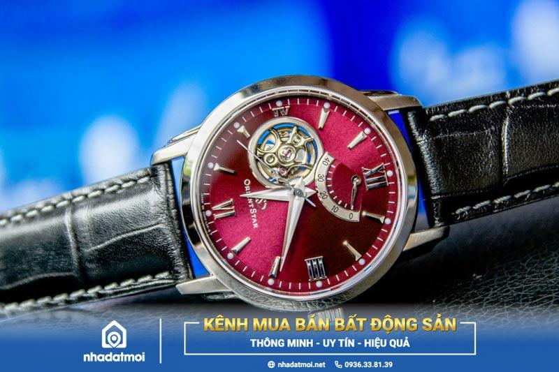 mệnh thủy đeo đồng hồ màu gì