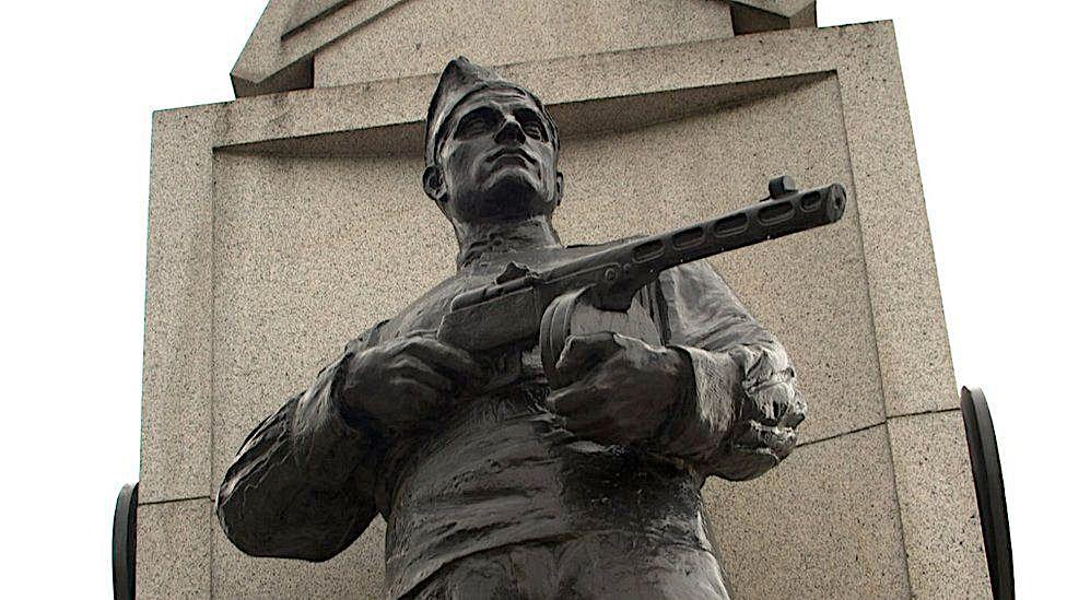 Советский военный мемориал в Праге. Обострение отношений между Чехией и Россией и День победы во Второй мировой войне