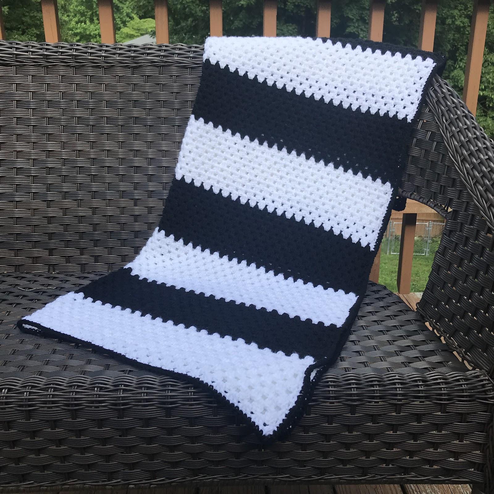 Easy Color Block Blanket Crochet Pattern - Crochet it Creations