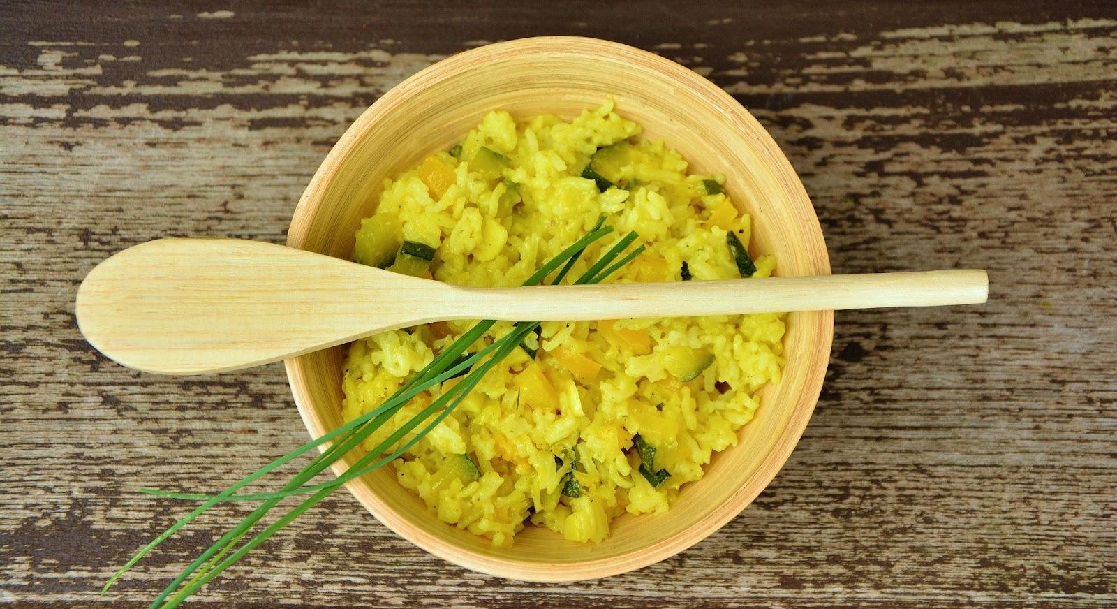 Gele rijst met groente