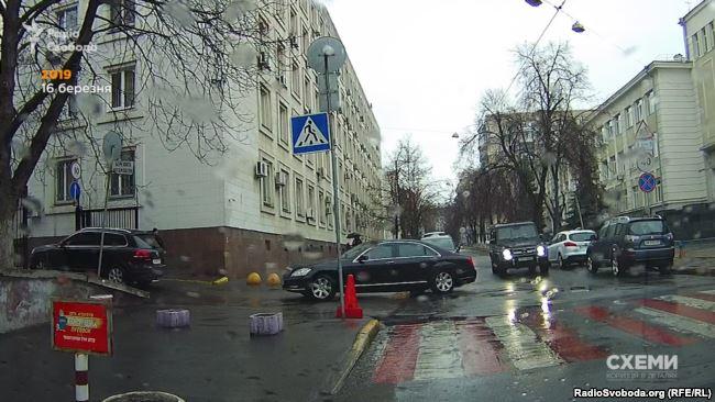 Кортеж Тимошенко заїжджає до двору МВС 16 березня