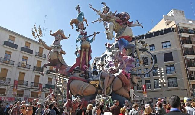 http://www.turisvalencia.es/blog/wp-content/uploads/2015/02/Fallas-Valencia.jpg