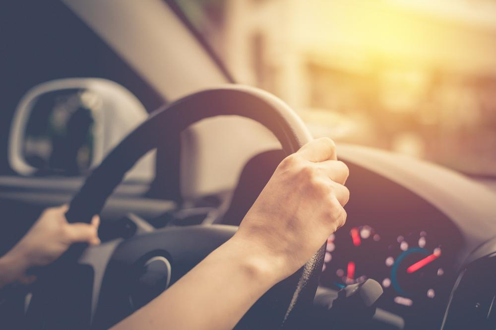6 Things You Should Avoid Doing in Your Car While on The Road