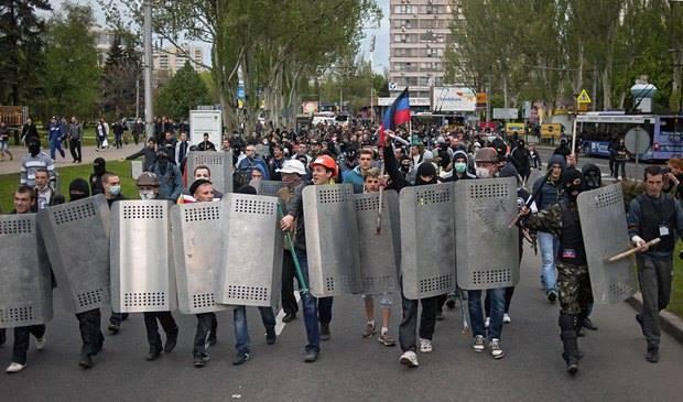 Невідомі напали на учасників мирної ходи за єдність