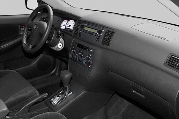 cabin-of-the-Toyota-corolla-2003