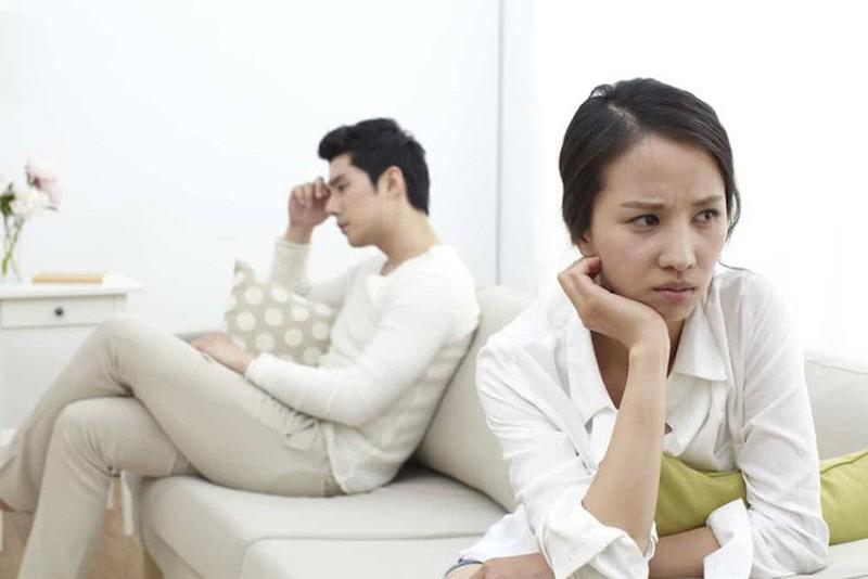 Hãy than vãn với chồng thật nhiều sẽ khiến chồng rất nhanh chán bạn và tự động rời xa.