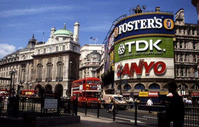 http://upload.wikimedia.org/wikipedia/commons/e/e0/Piccadilly_circus_1992_07.jpg