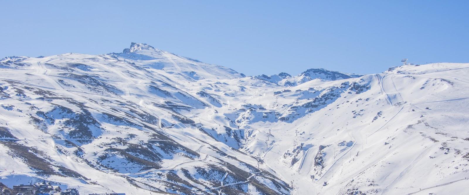 Vista aérea de la estación de esquí Sierra Nevada