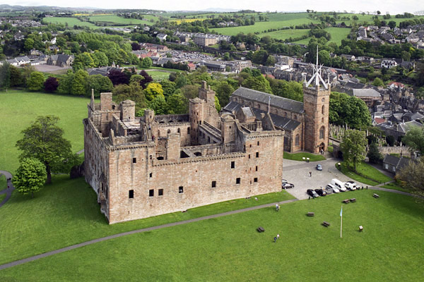 linlithgow_palace1.jpg
