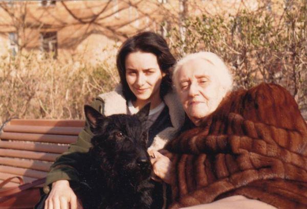 С бабушкой Айви и собакой Тяпой