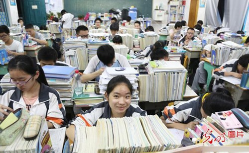 Học sinh Hàn Quốc học rất nhiều trước khi vào Đại học.