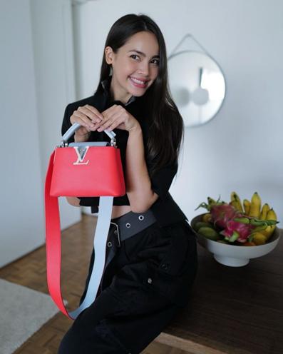7. กระเป๋าสะพายข้าง: Louis Vuitton รุ่น Capucines
