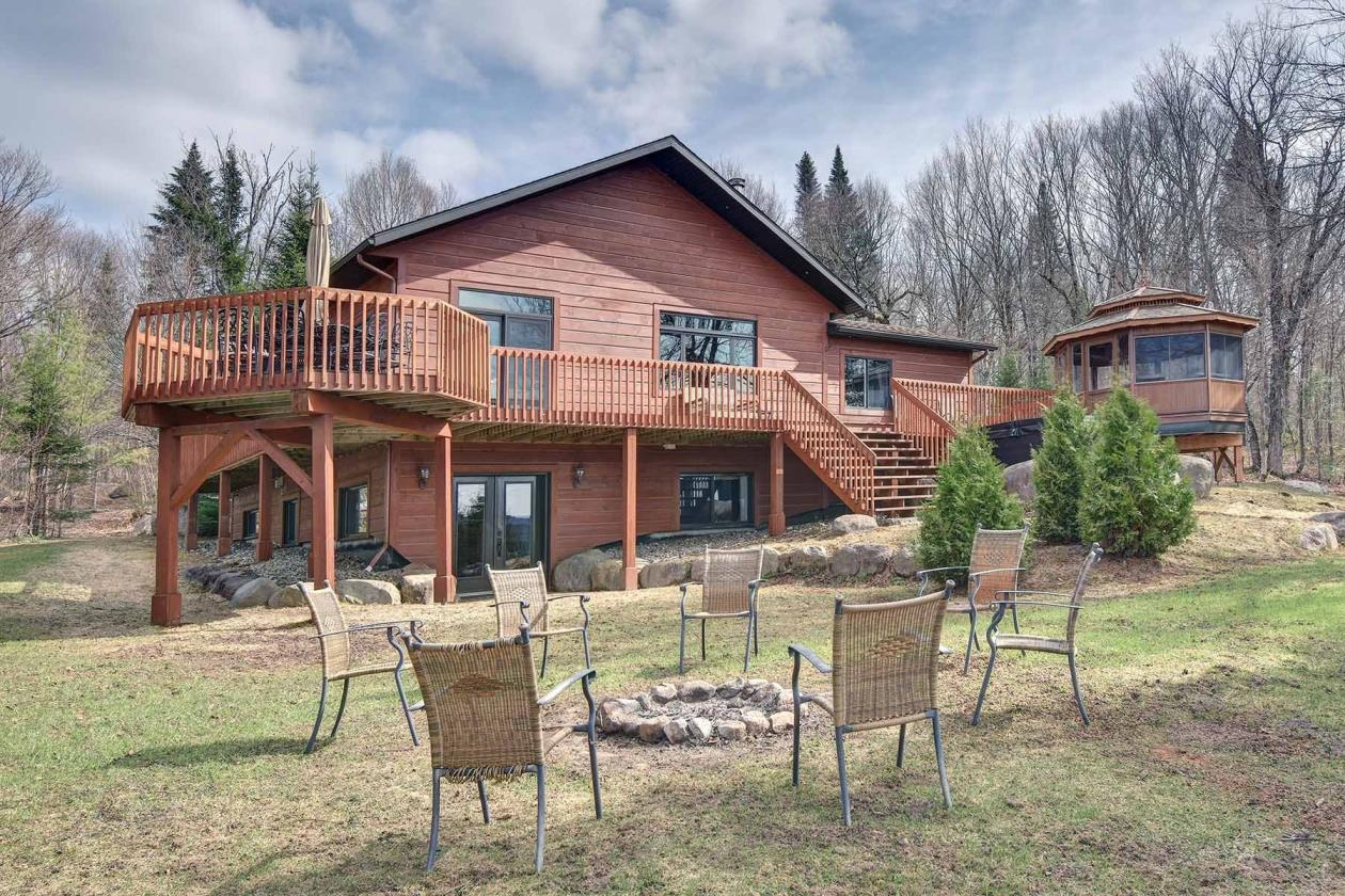 Cottages for rent with 5 bedrooms in Quebec #14
