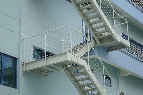 Kích thước cầu thang thoát hiểm
