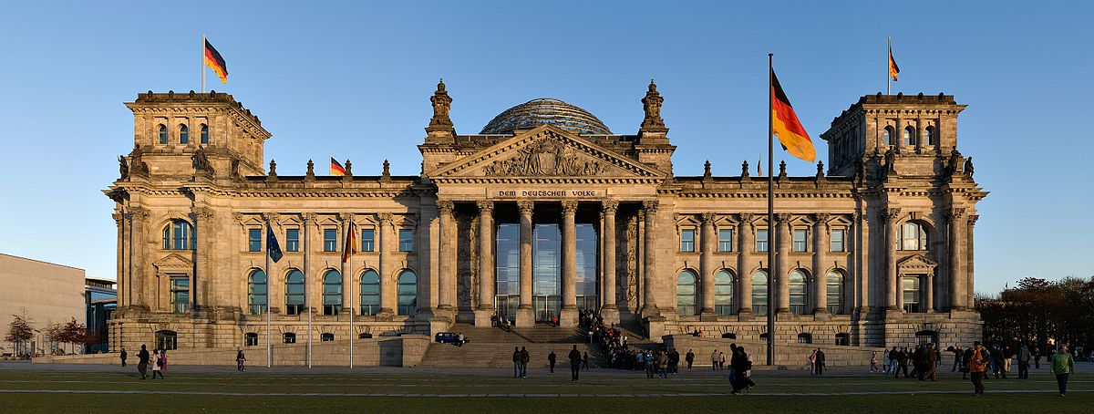 Reichstag_building_Berlin_view_from_west_before_sunset.jpg