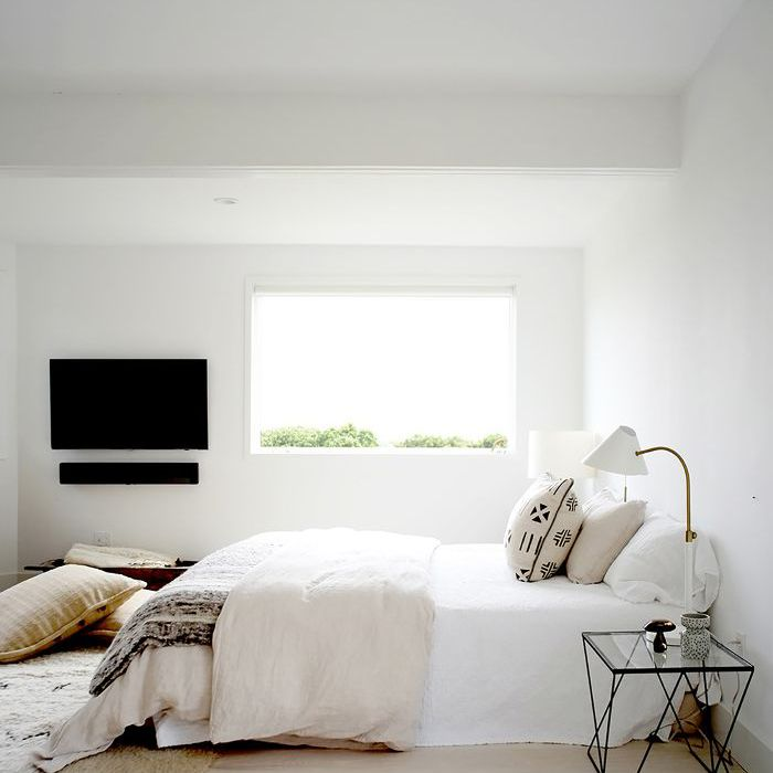 Gaya Hidup Minimalis pada Ruang Tidur - source : www.mydomaine.com