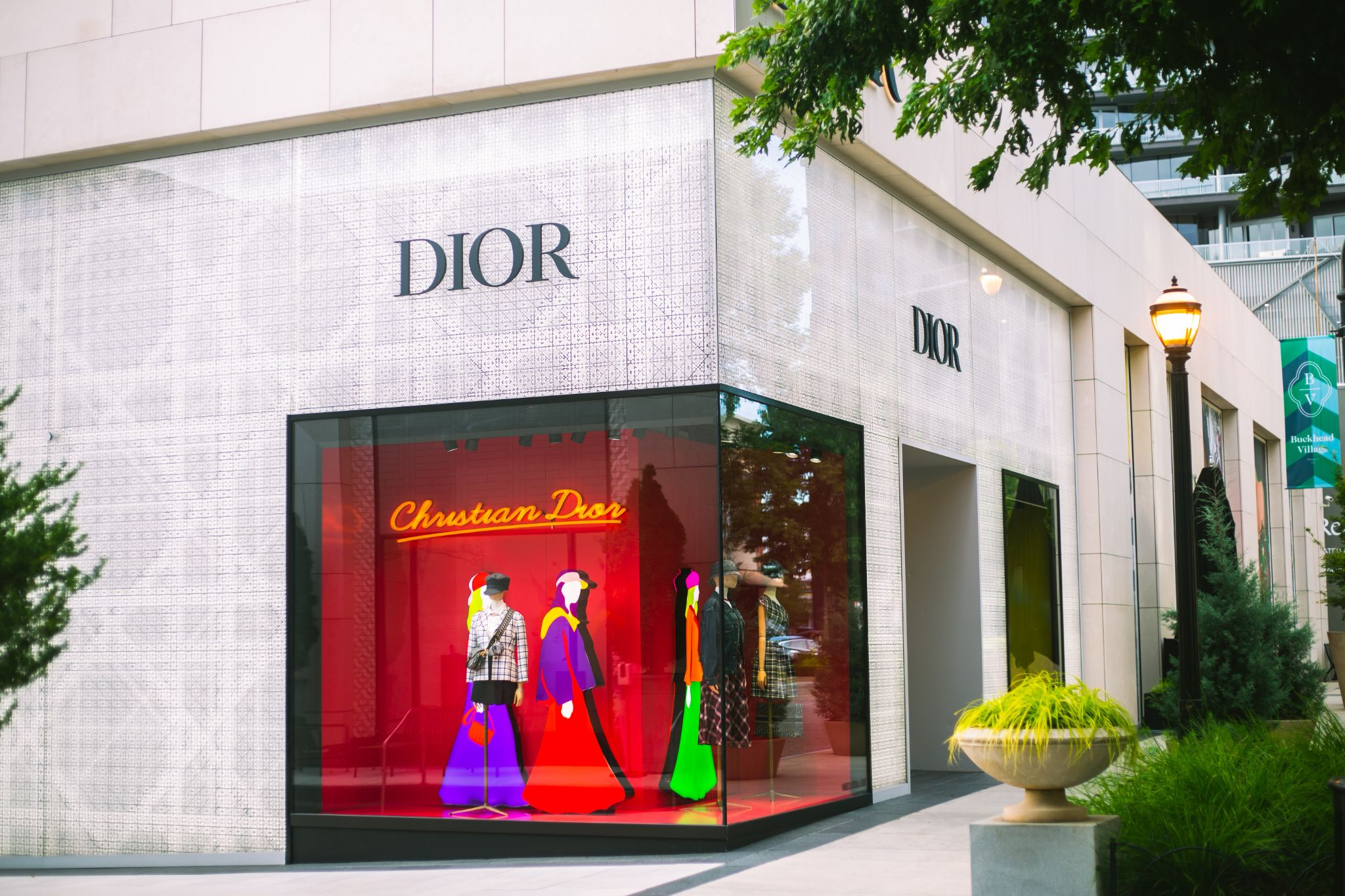Example of DIOR visual merchandising in the form of a shop window display