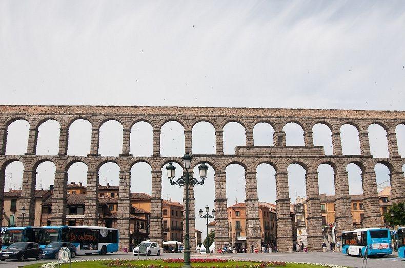 Baños Publicos Romanos Antiguos:Dosis Arquitectura: Magníficos acueductos del antiguo Imperio romano