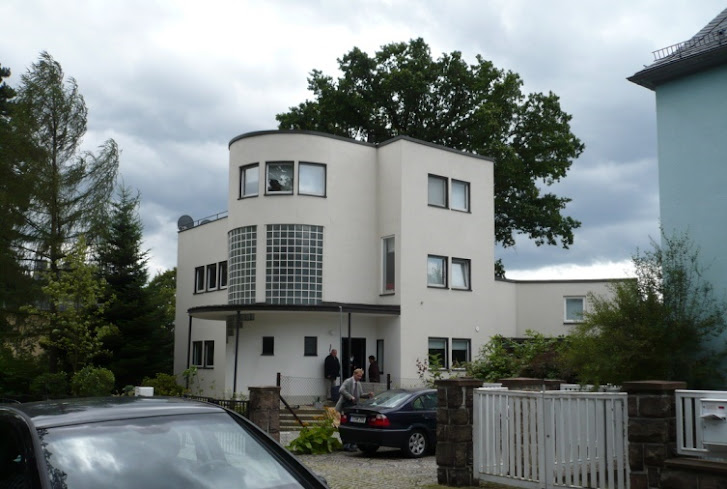 Bauhaus, Wikipedia