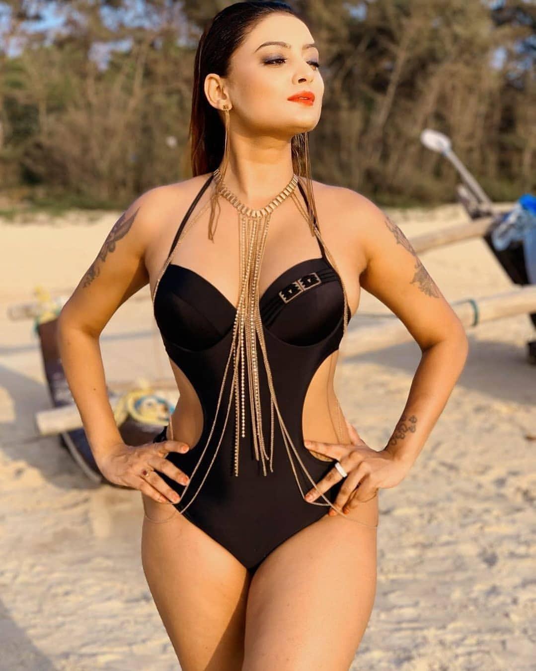 Twinkle Kapoor latest bikini photos Navel Queens