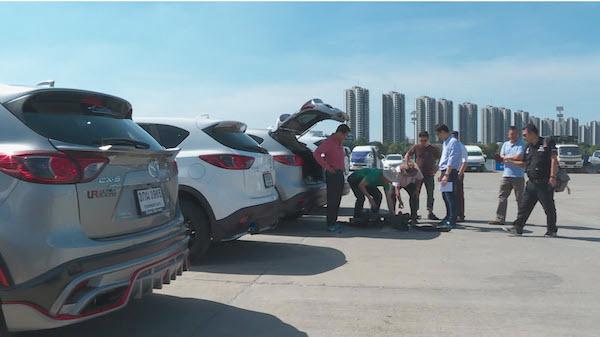 กลุ่มผู้ใช้รถ Mazda CX-5 กว่า 15 คนรวมตัวกันเพื่อยื่นหนังสือแก่ Mazda
