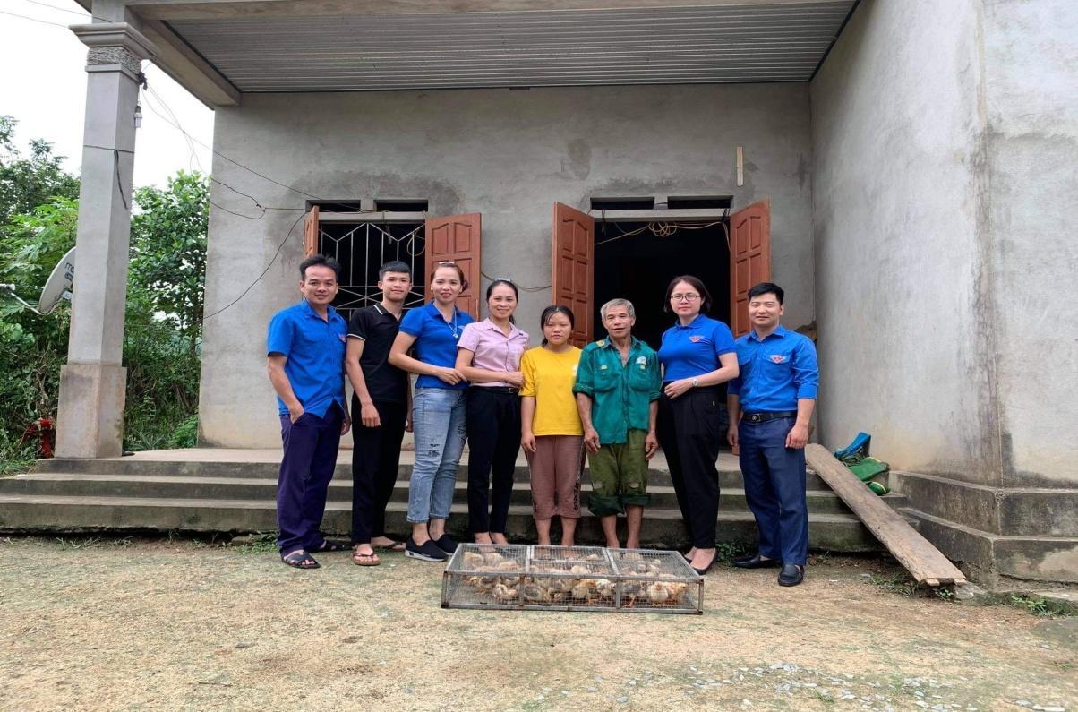 Tuổi trẻ Trường THPT Sơn Dương chung tay giúp đỡ hộ nghèo tại địa phương
