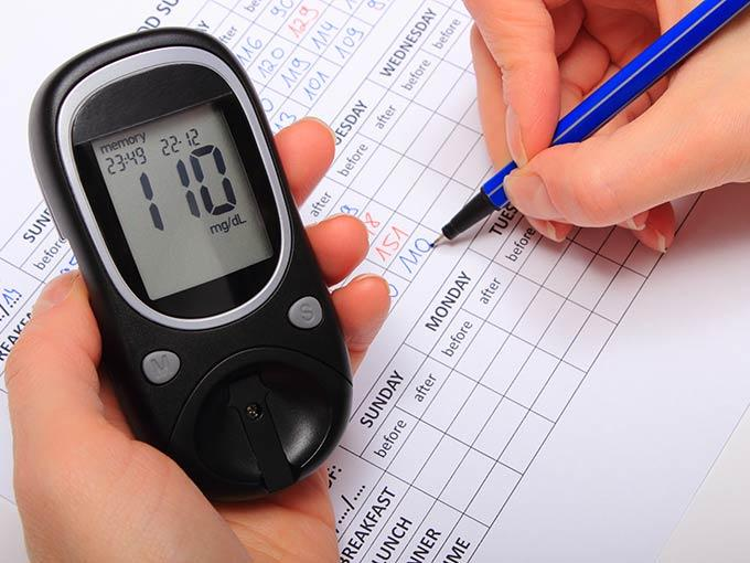 Diabetespatienten sollten ihren Nüchternzuckerwert regelmäßig messen und dokumentieren.