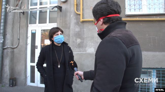 У відповідь на запитання про відсутність київської оселі в її декларації Венедіктова заявила, що в неї «все відображається таким чином, як треба»