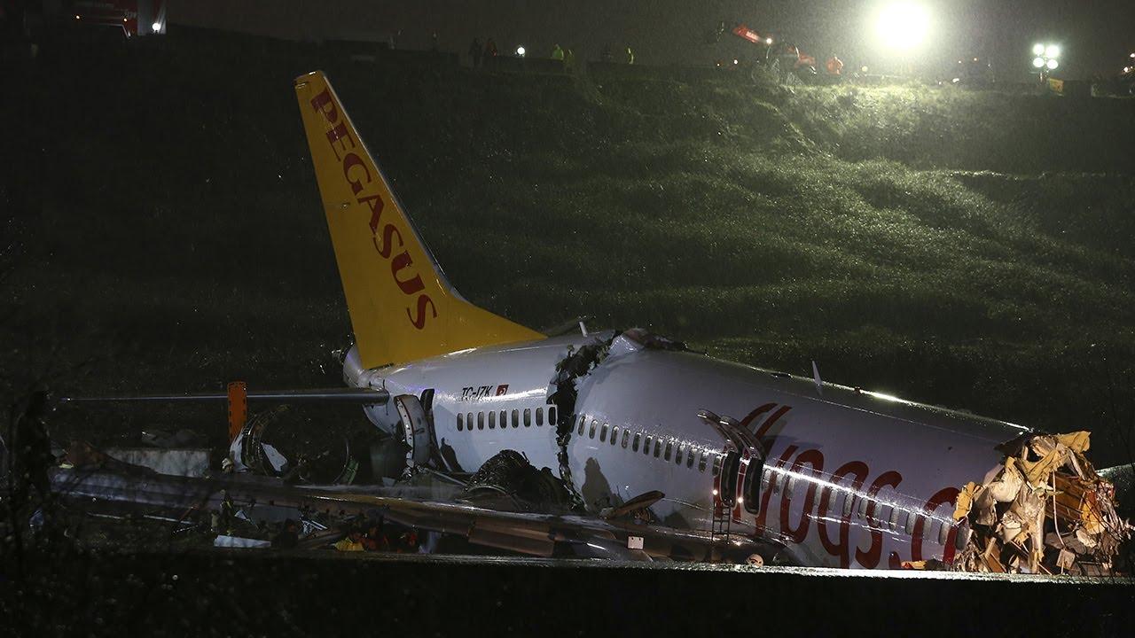 Un avión se partió a la mitad luego de patinar al aterrizar