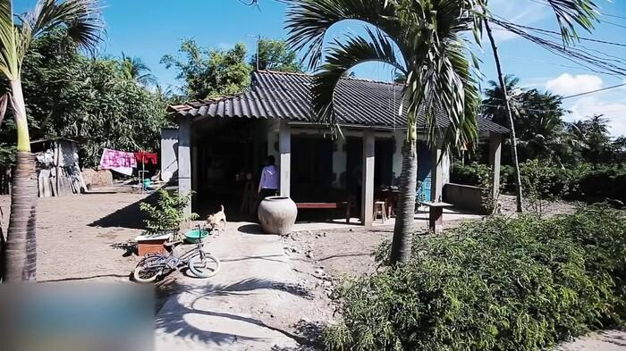 Nghẹn ngào nhìn căn nhà xập xệ ở quê của Hồ Văn Cường