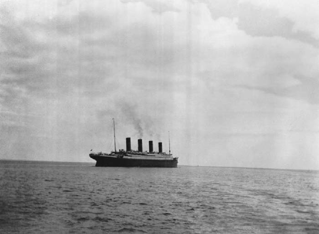 4 - The last picture that was taken of the Titanic before it sank