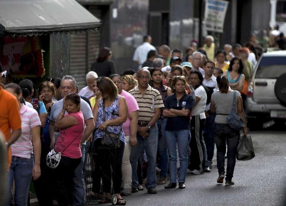 Venezuela, Economic Crises, Eat Zoo Animal, Venezuela Zoo Animal, Caricuao Zoo, Carcas, Maximum Inflation, President Nicolas Maduro