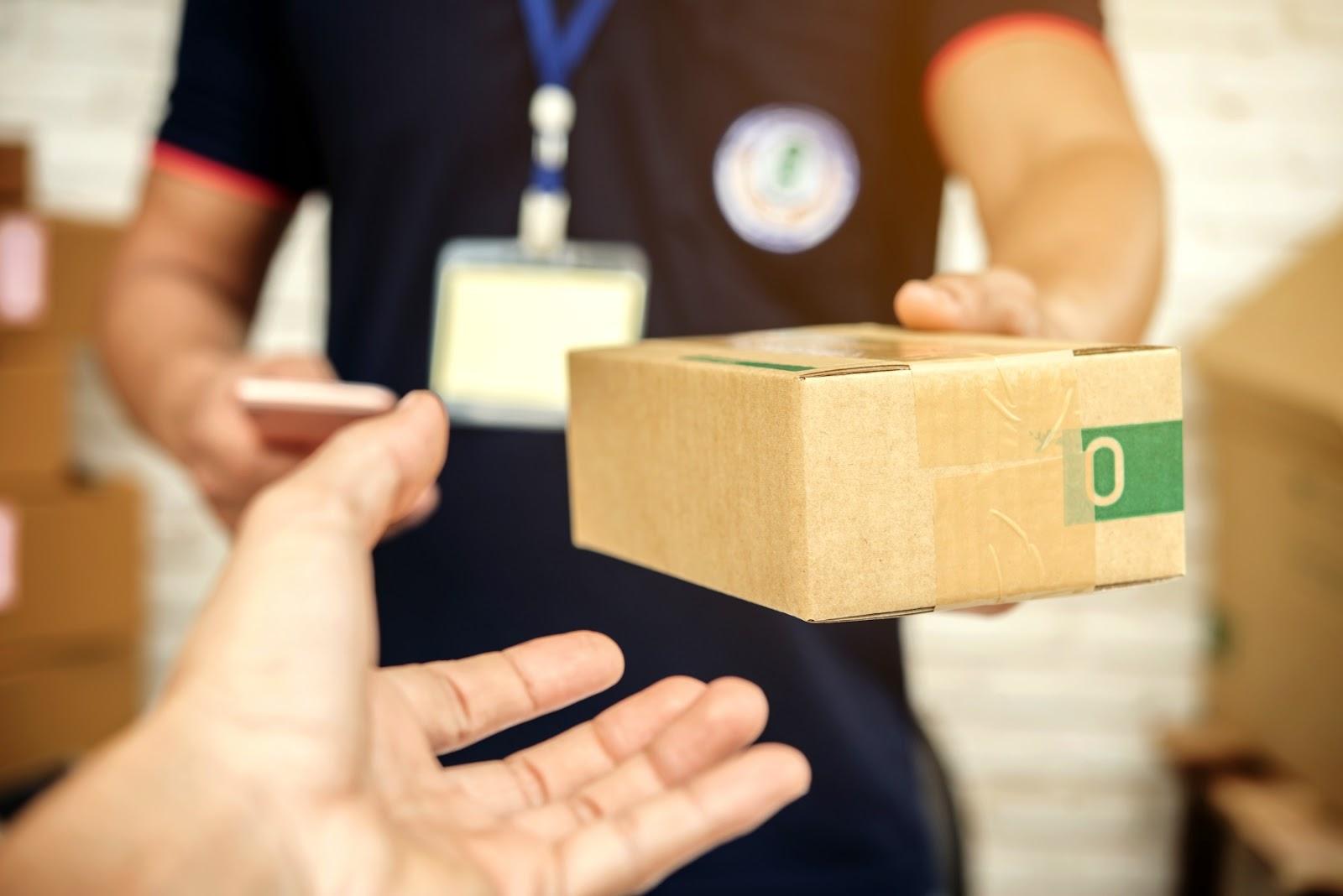 Pelo Melhor Envio é possível comprar duas modalidades de frete da Azul Cargo Express para atender a demanda de lojistas virtuais em todo o país (Foto: FreePik)