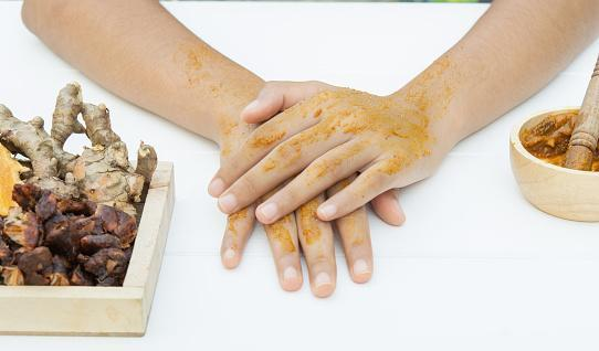 https://media.istockphoto.com/photos/turmeric-facial-massage-and-hands-tamarind-ingredients-picture-id1148995883?b=1&k=6&m=1148995883&s=170667a&w=0&h=kXIRDnbRwIxHQkIE2wdYmgOkmTRYQnf4GM_hinsuEpE=