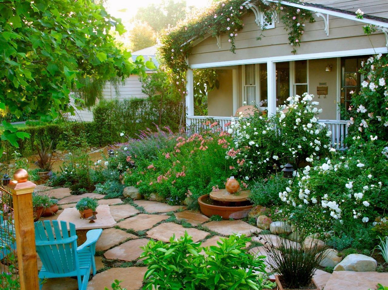 Ảnh có chứa ngoài trời, tòa nhà, vườn, hoa  Mô tả được tạo tự động