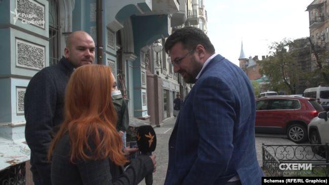 Журналісти зустріли Андрія Наумова випадково, прямуючи на іншу зйомку – коли той мав зустріч із незнайомою особою