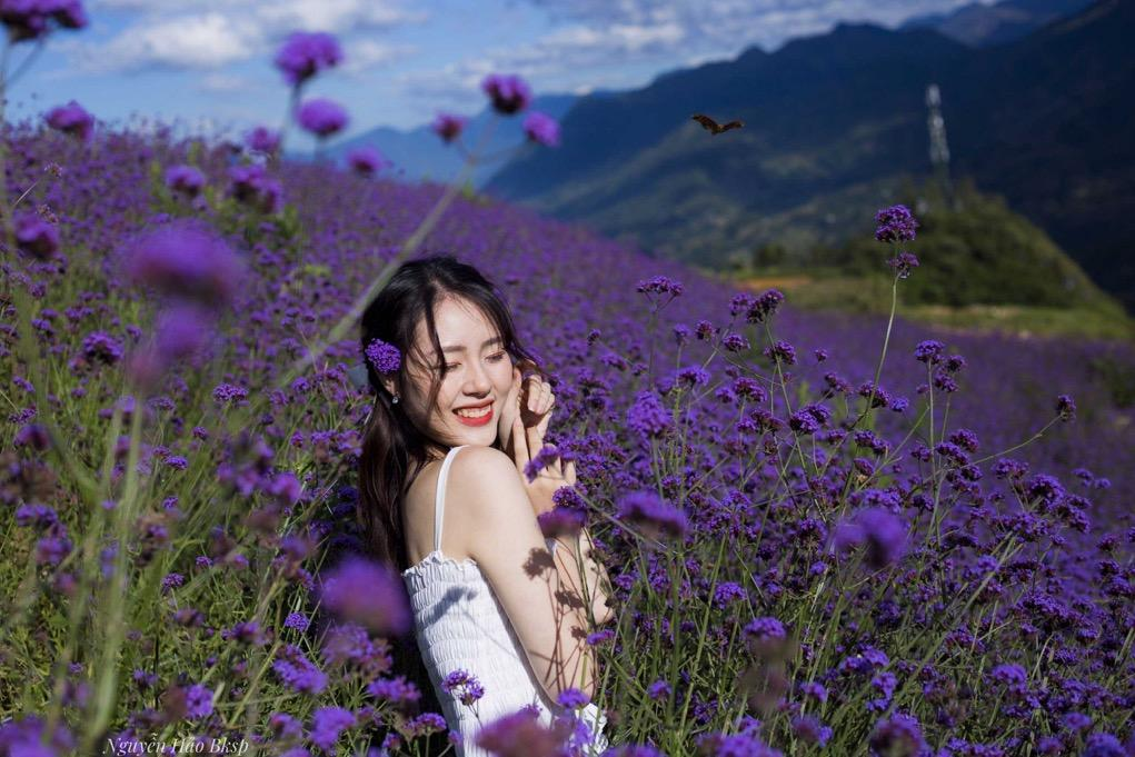 A person in a field of flowers  Description automatically generated with medium confidence
