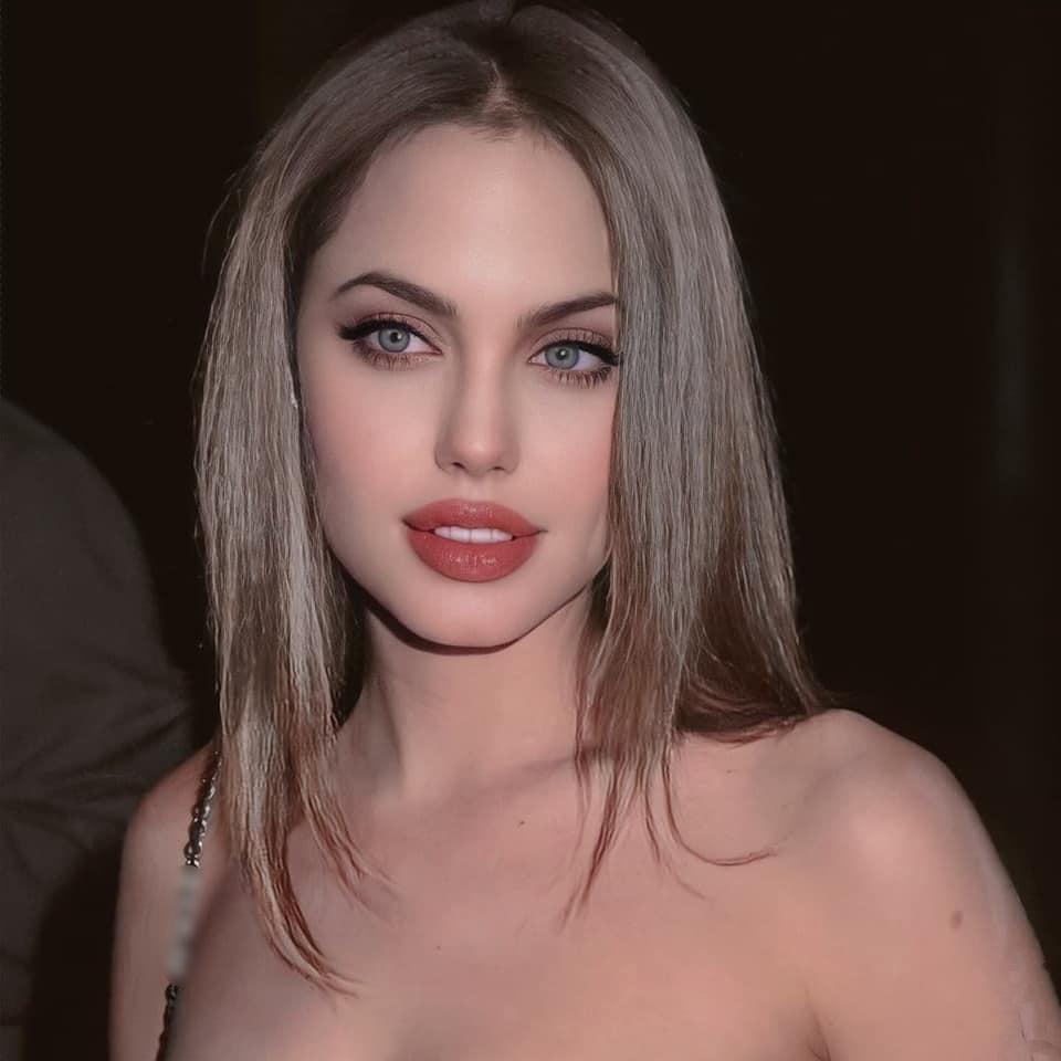 Bộ ảnh gây bão của Angelina Jolie hóa ra chỉ là giả - ảnh 4
