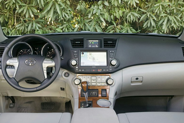 cabin-view-of-the-toyota-highlander-2008