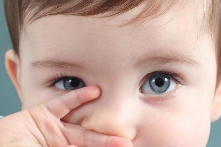 Khô mắt ở trẻ do thiếu vitamin A